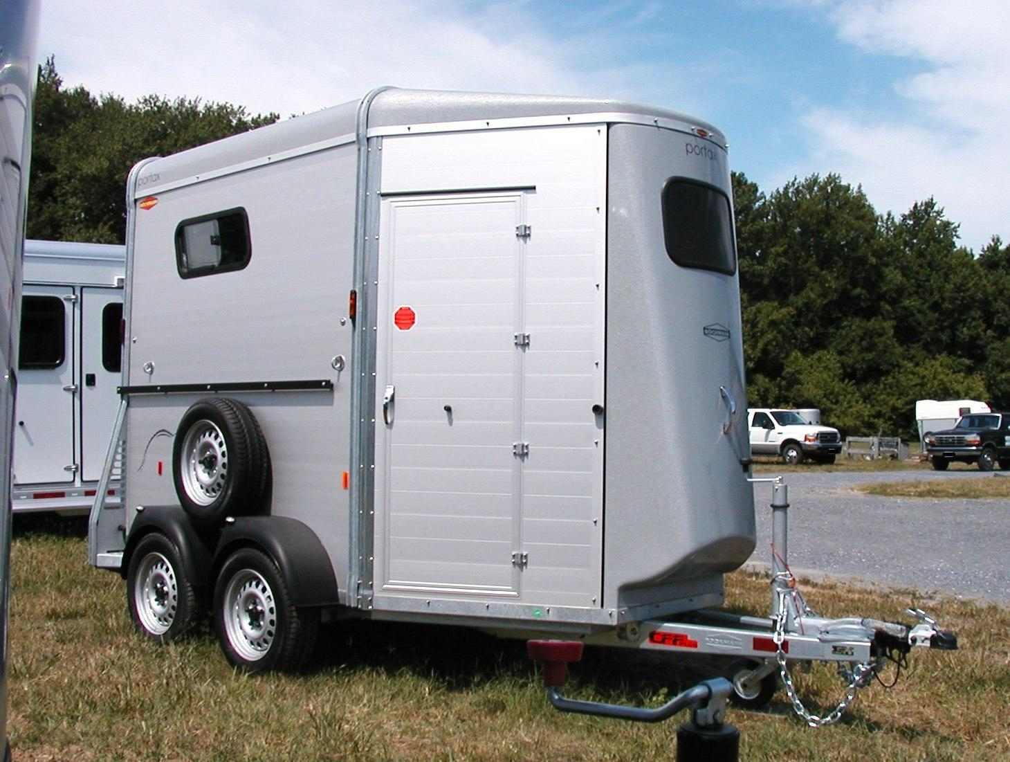 traveled lane trailers  retail horse  u0026 livestock trailer
