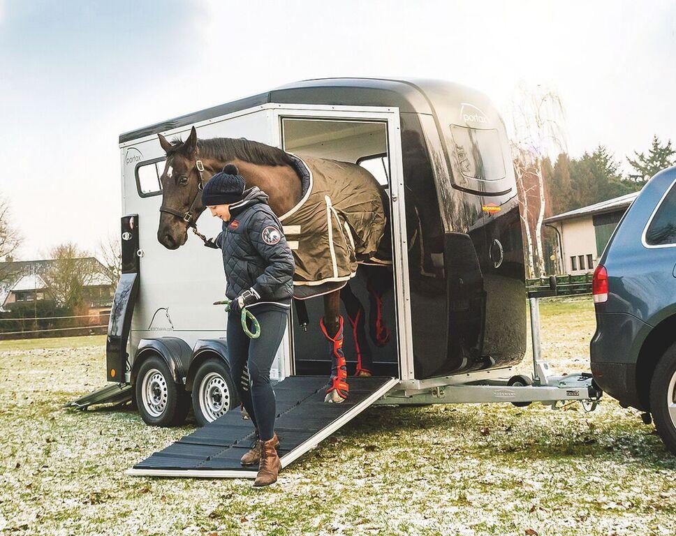 Traveled Lane Trailers Retail Horse Amp Livestock Trailer Sales