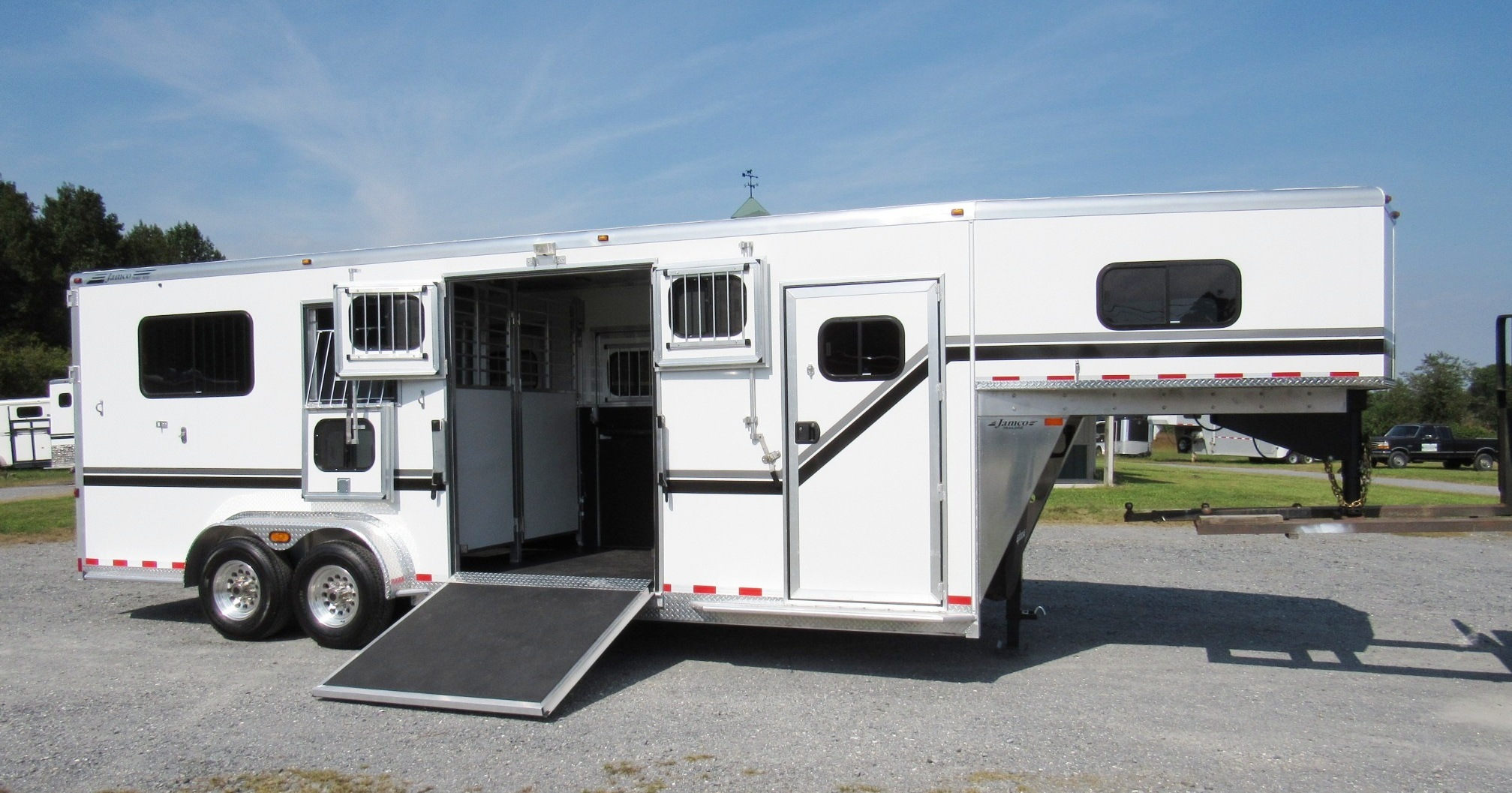 Trailers For Less >> Traveled Lane Trailers Retail Horse Livestock Trailer Sales